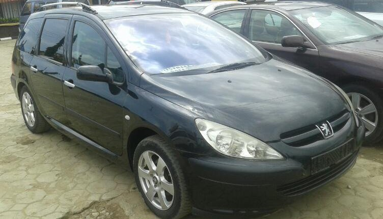 Clean Foreign Used Peugeot 307 2004 Model Black-0