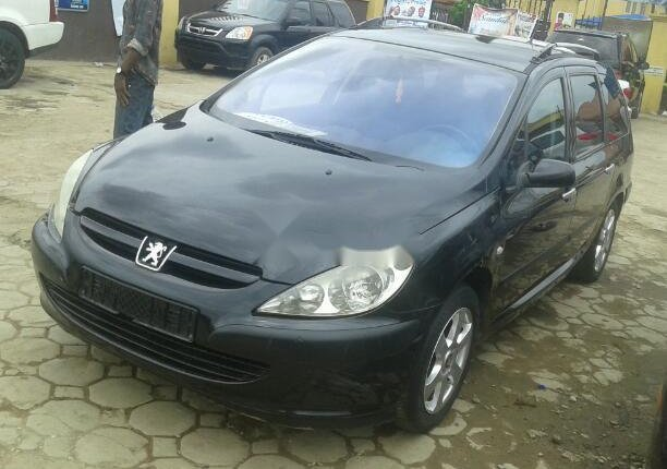 Clean Foreign Used Peugeot 307 2004 Model Black-1