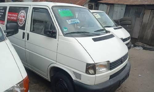 Tokunbo Volkswagen Transporter 2000 Model White-0