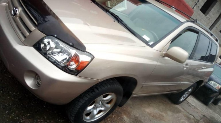 2005 Gold Automatic Toyota Highlander-3