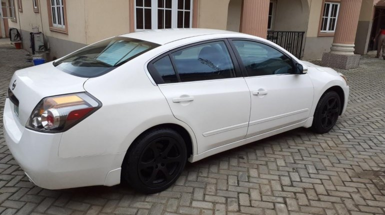 Nigerian Used well maintained 2011 Nissan Altima -3