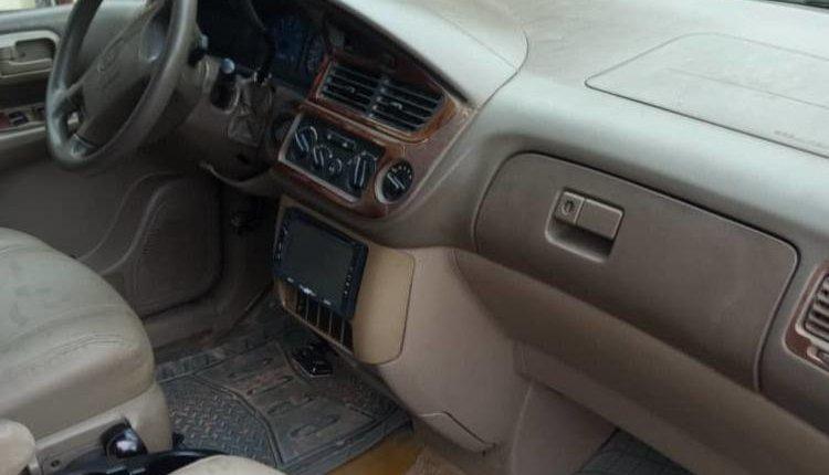 Nigerian Used Toyota Sienna 2004 Model-4