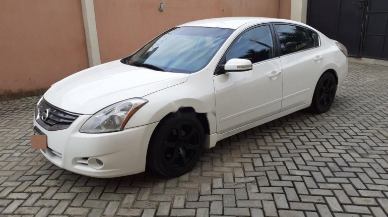 Nigerian Used well maintained 2011 Nissan Altima -2