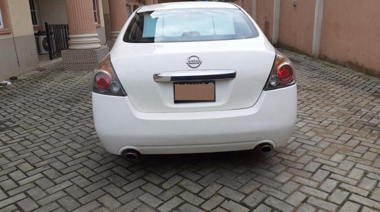 Nigerian Used well maintained 2011 Nissan Altima -1