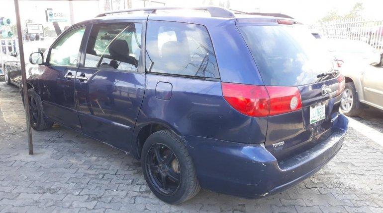 Nigerian Used Toyota Sienna 2005 Automatic -10
