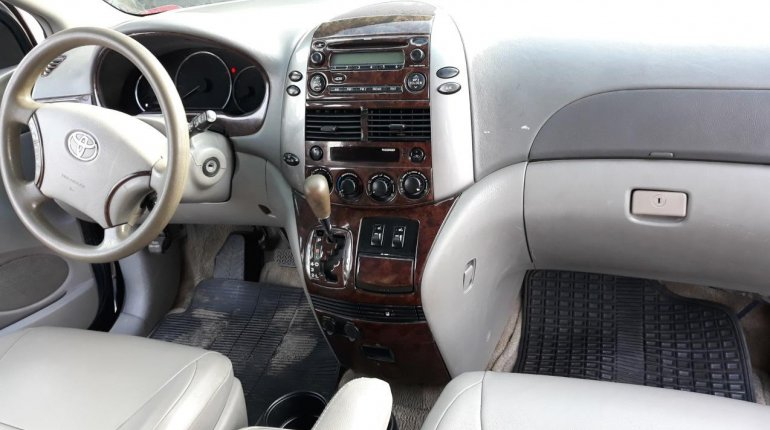 Nigerian Used Toyota Sienna 2005 Automatic -8