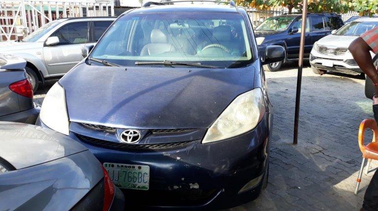 Nigerian Used Toyota Sienna 2005 Automatic -0
