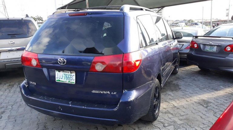 Nigerian Used Toyota Sienna 2005 Automatic -9