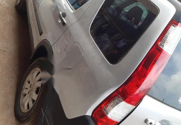 Very Clean Foreign used Honda CR-V 2005 2.0i ES -4