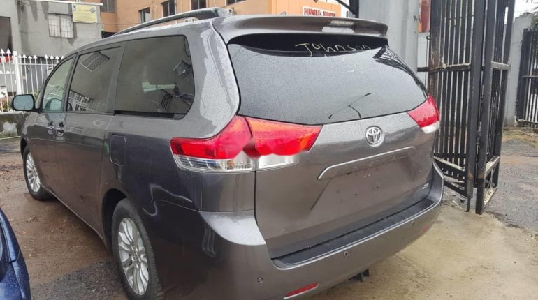 Foreign Used Toyota Sienna 2011 Model Grey-5