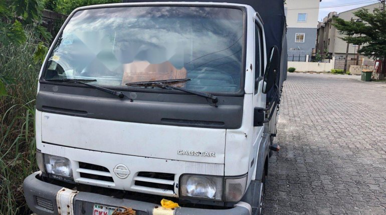 Nigeria Used Nissan Cabstar 2004 Model White-0