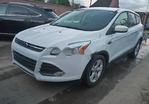 Tokunbo Ford Escape 2015 Model White-6
