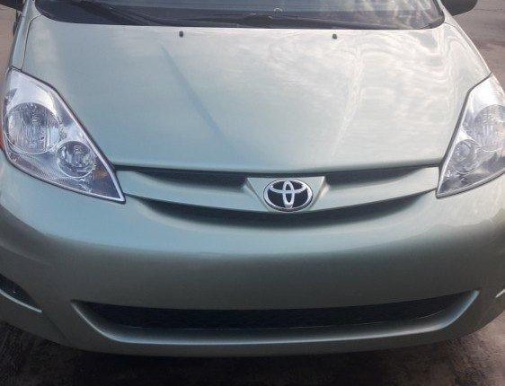 Clean Foreign used 2009 Toyota Sienna-15