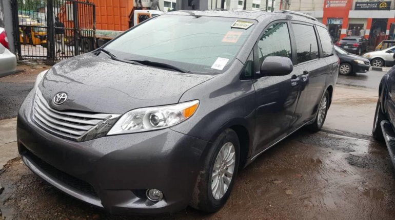 Foreign Used Toyota Sienna 2011 Model Grey-7