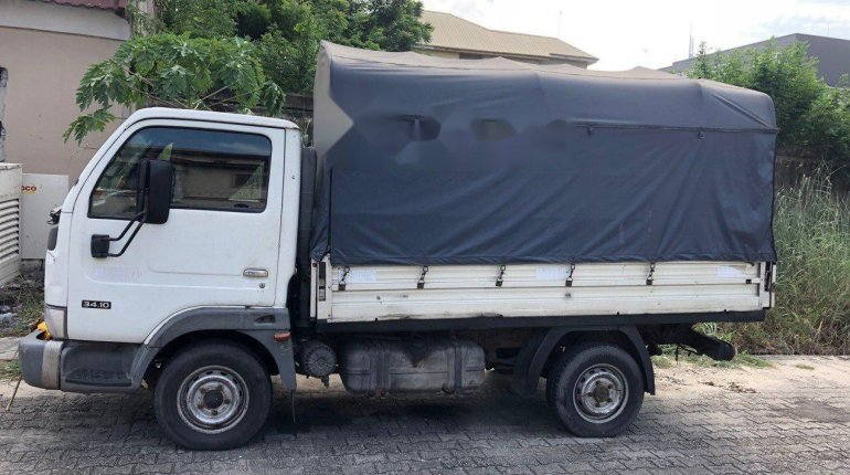 Nigeria Used Nissan Cabstar 2004 Model White-2