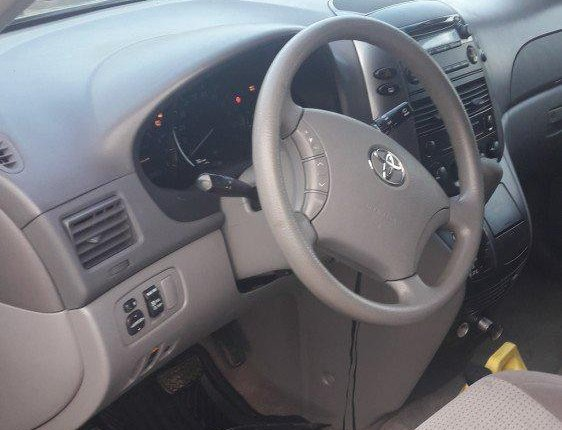 Clean Foreign used 2009 Toyota Sienna-11