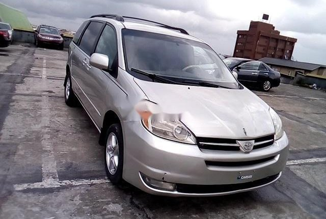 Super Clean Nigerian used 2004 Toyota Sienna -9