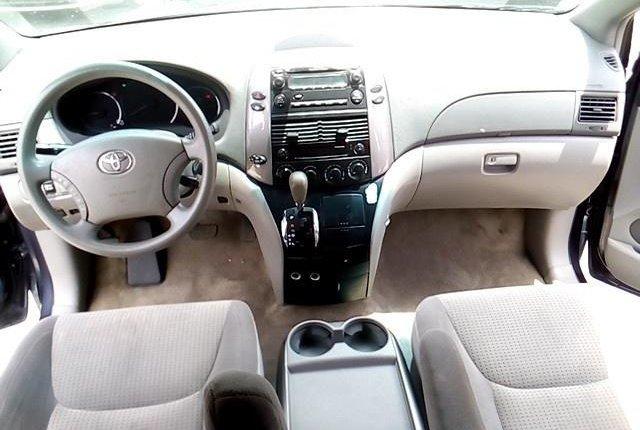 Super Clean Nigerian used 2009 Toyota Sienna-3