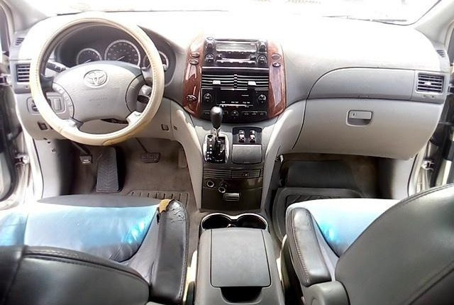 Super Clean Nigerian used 2004 Toyota Sienna -3