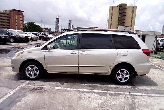 Super Clean Nigerian used 2004 Toyota Sienna -8