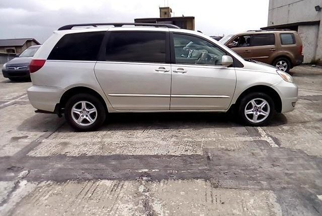 Super Clean Nigerian used 2004 Toyota Sienna -7