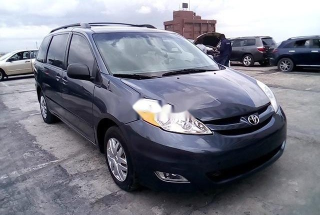Super Clean Nigerian used 2009 Toyota Sienna-9