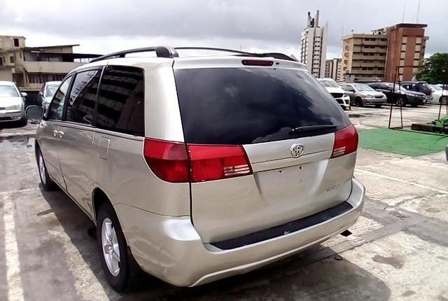 Super Clean Nigerian used 2004 Toyota Sienna -5