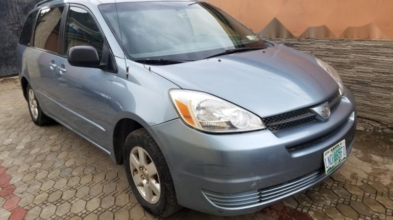 Nigeria Used Toyota Sienna 2005 Model Blue-4