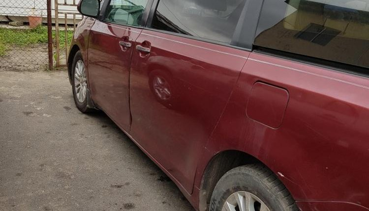 Nigeria Used Toyota Sienna 2001 Model Red-4