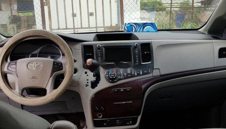 Nigeria Used Toyota Sienna 2001 Model Red-3