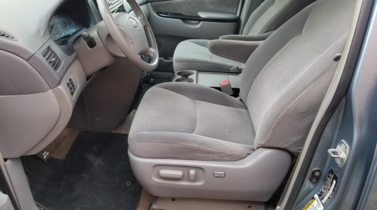 Nigeria Used Toyota Sienna 2005 Model Blue-5