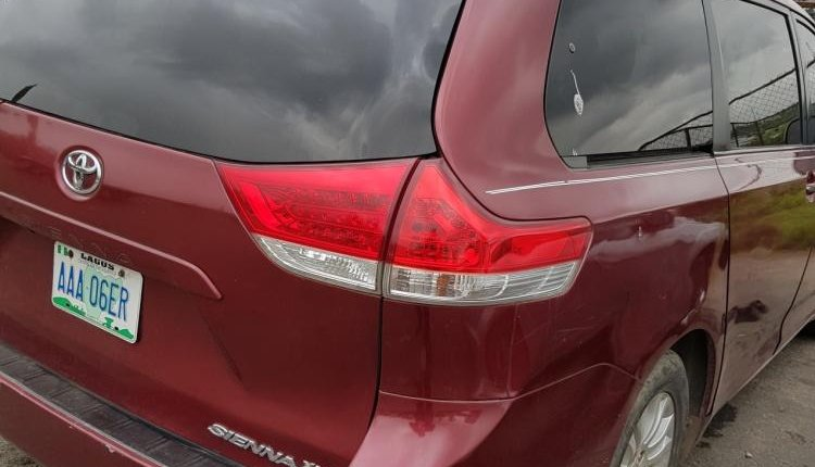 Nigeria Used Toyota Sienna 2001 Model Red-6