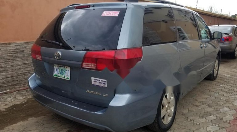 Nigeria Used Toyota Sienna 2005 Model Blue-3