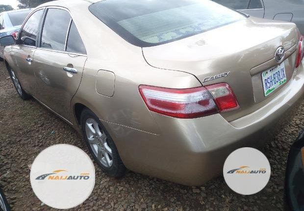 Very Clean Nigerian used Toyota Camry 2007 Gold-7