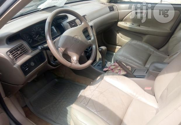 Nigerian Used Toyota Camry 1999 Gold-5