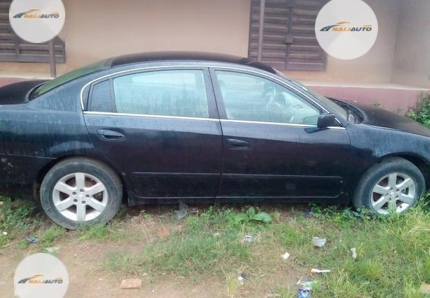 Nigeria Used Nissan Altima 2003 Model Black-1
