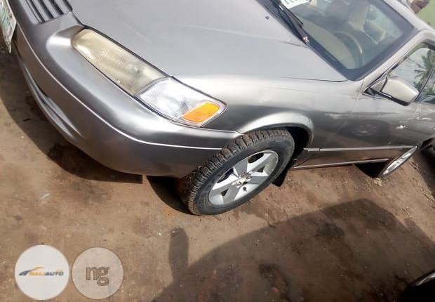 Nigerian Used Toyota Camry 1999 Gold-3