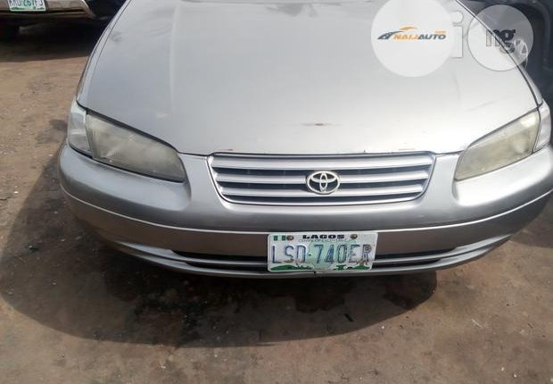 Nigerian Used Toyota Camry 1999 Gold-6