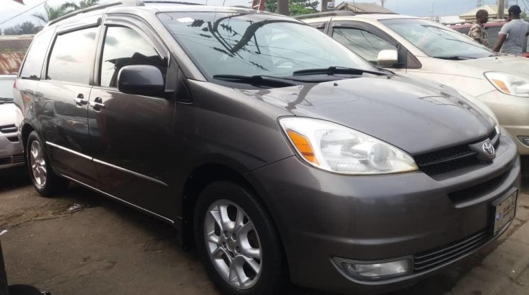 Foreign Used Toyota Sienna 2005 Model Gray-7