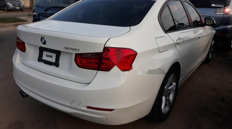 Very Clean Foreign used BMW 318i 2013-7