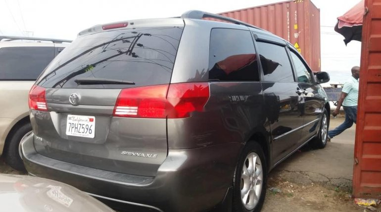 Foreign Used Toyota Sienna 2005 Model Gray-0