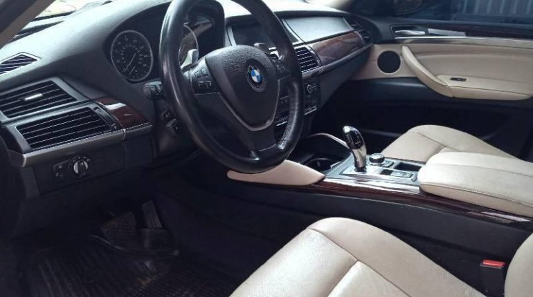 Neat Nigerian used 2011 BMW X6 Automatic Petrol well maintained-2