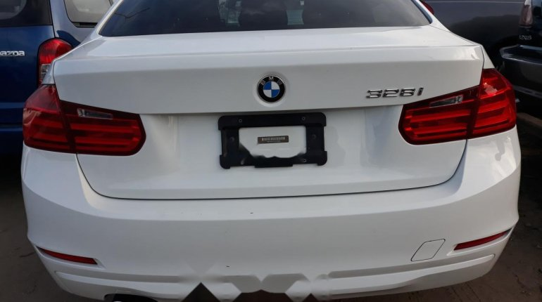 Very Clean Foreign used BMW 318i 2013-3