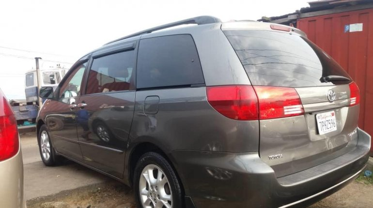 Foreign Used Toyota Sienna 2005 Model Gray-1