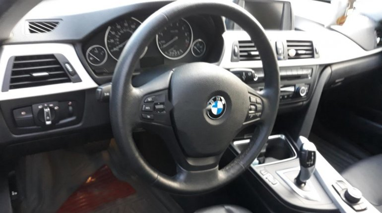 Very Clean Foreign used BMW 318i 2013-1