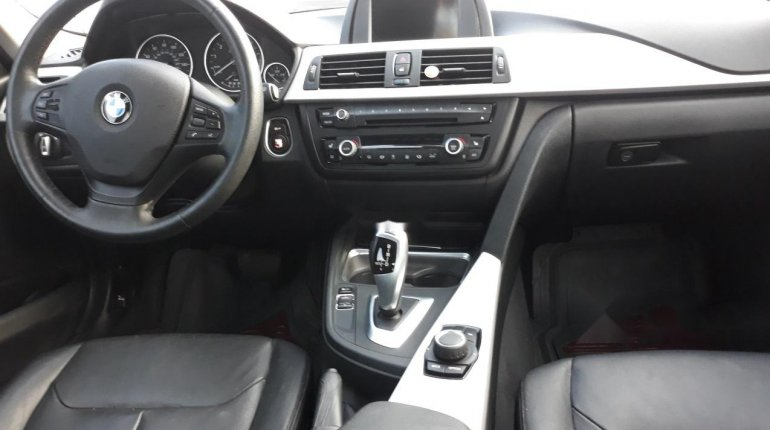 Very Clean Foreign used BMW 318i 2013-0