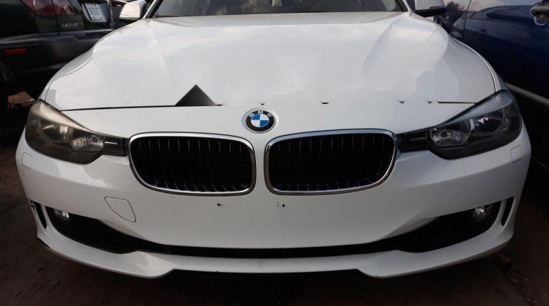 Very Clean Foreign used BMW 318i 2013-8