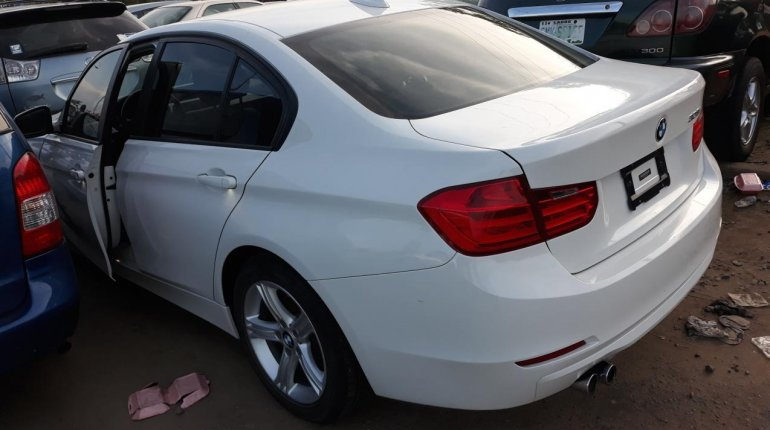 Very Clean Foreign used BMW 318i 2013-6