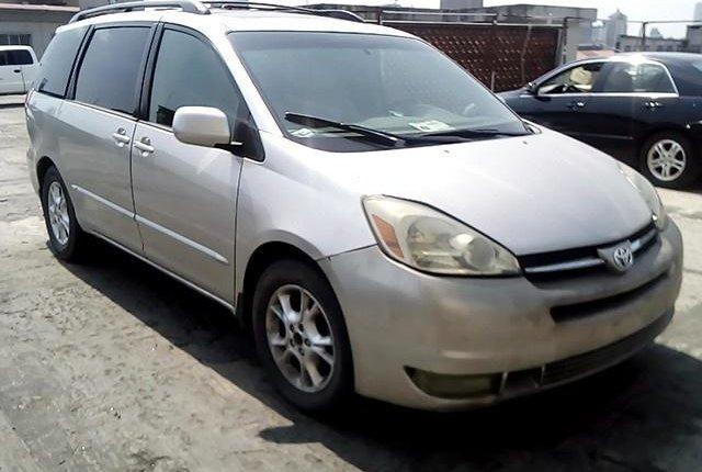 Nigerian Used Toyota Sienna 2004-9