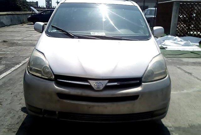 Nigerian Used Toyota Sienna 2004-12
